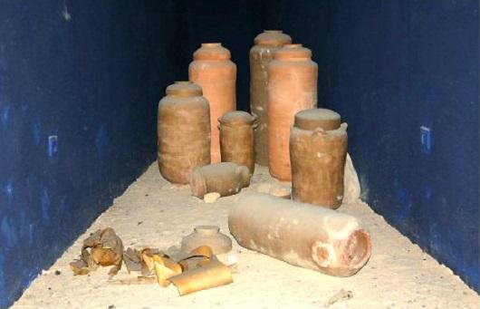 Глиняные амфоры в которых хранились свитки