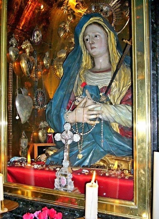 Статуя Пресвятой Богородицы (Мать Скорбящая)