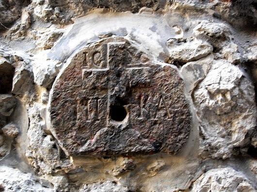 Крест на стене православного греческого монастыря Святого Харлампия