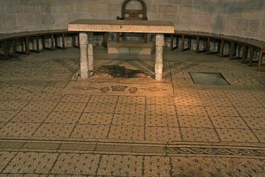 Алтарь Церкви Умножения Хлебов и Рыб в Табхе