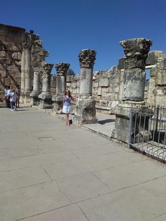Руины большой белой синагоги в Капернауме