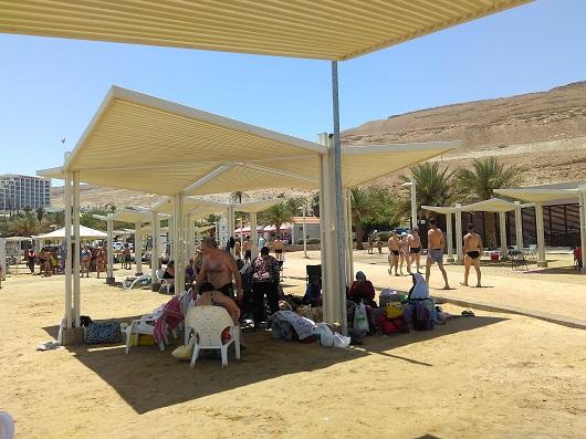 Общественный пляж в гостиничном комплексе Нове Зоар на Мертвом море Израиль)
