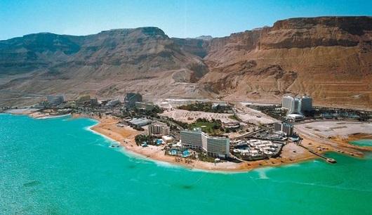 Эйн Бокек - самый большой курорт Израиля на Мертвом море