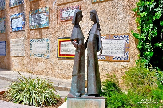 Сцена изображающаявстреча девы Марии и праведной Елизаветы (Эйн-Карем)