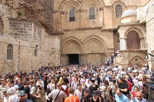Площадь у входа в храм Гроба Господня