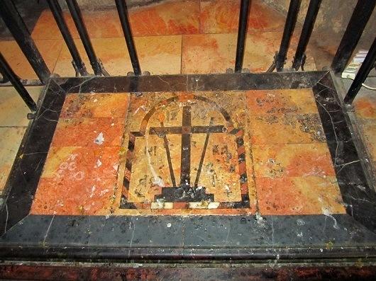 Место обретения Святой Еленой Животворящего креста