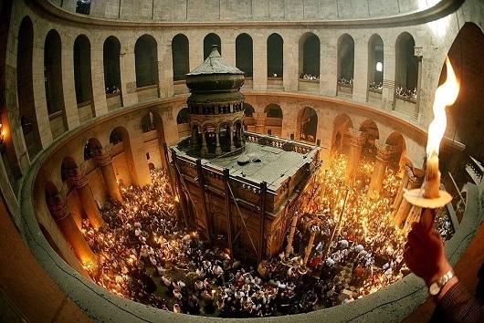 Снисхождение Благодатного огня в Великую субботу накануне Пасхи
