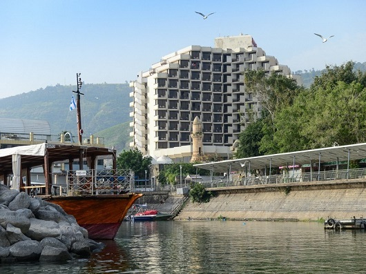 Тверия - круглогодичный курорт Израиля на западном берегу озера Кинерет