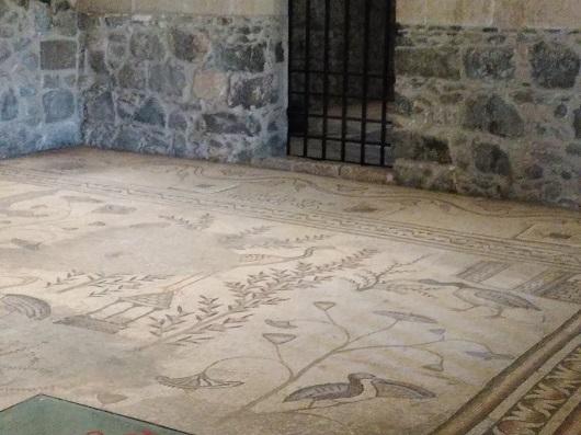 Мозаичный настил пола Церкови Умножения Хлебов и Рыб